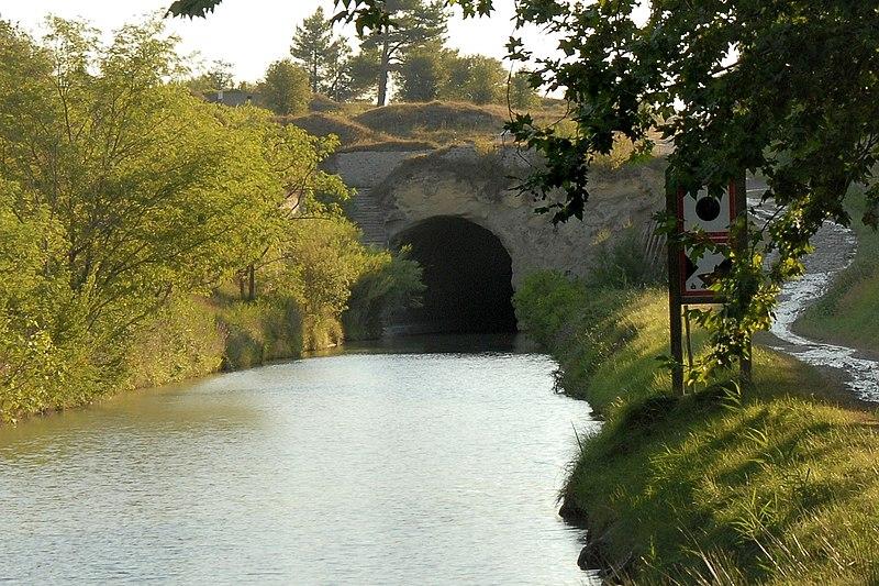 Photo du Monument Historique Tunnel-aqueduc de drainage de l'étang de Colombiers et Montady situé à Nissan-lez-Enserune