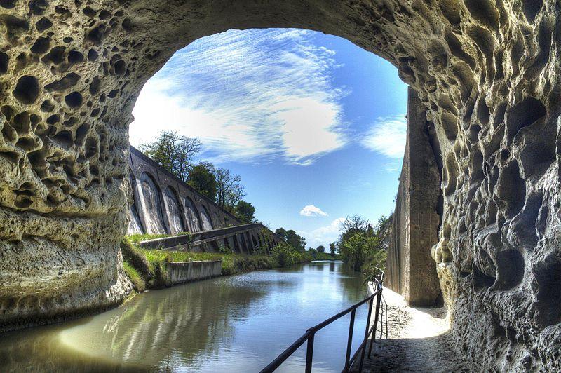 Photo du Monument Historique Tunnel-aqueduc de drainage de l'étang de Colombiers et Montady ou tunnel des Moines ou Aqueduc de Montady ou Aqueduc de Malpas situé à Colombiers