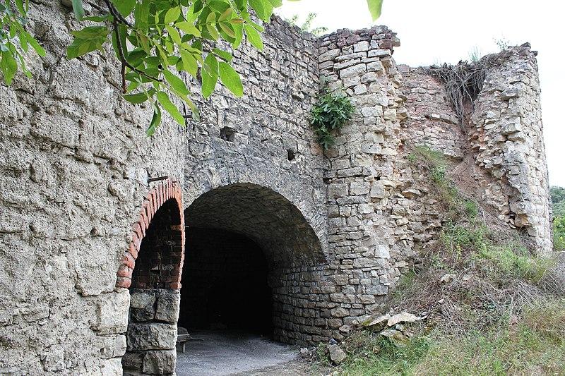 Photo du Monument Historique Ancienne usine de chaux situé à La Tour-sur-Orb