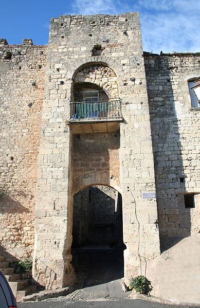 Photo du Monument Historique Ancien château situé à Puisserguier