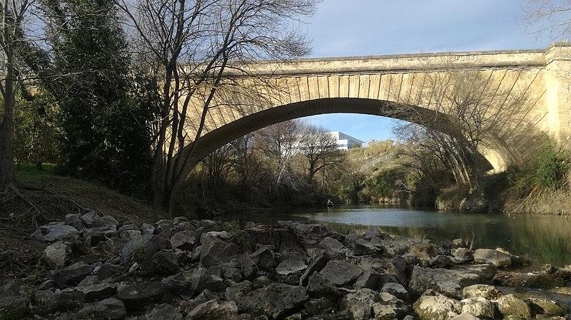 Photo du Monument Historique Pont sur la Mosson, situé sur la route départementale n° 612 situé à Saint-Jean-de-Védas ; Villeneuve-lès-Maguelone