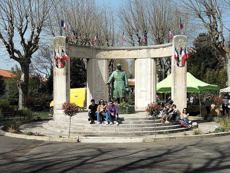 Photo du Monument Historique Monument aux morts de la guerre de 1914-1918 situé à Pézenas