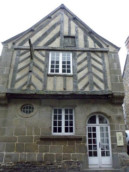 Photo du Monument Historique Maison du 17e siècle situé à Bazouges-la-Pérouse