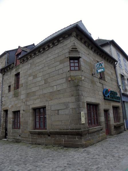 Photo du Monument Historique Maison datée de 1604 situé à Bazouges-la-Pérouse