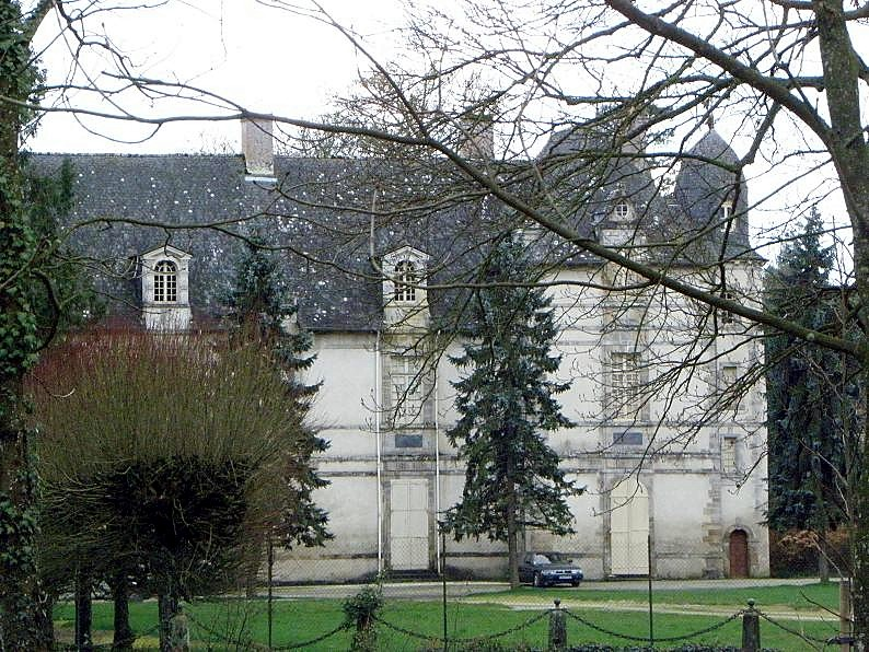 Photo du Monument Historique Château d'Epinay (ancien château de la Rivière) situé à Champeaux