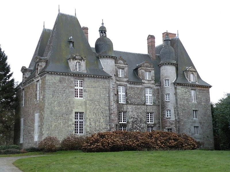 Photo du Monument Historique Château situé à La Chapelle-Chaussée