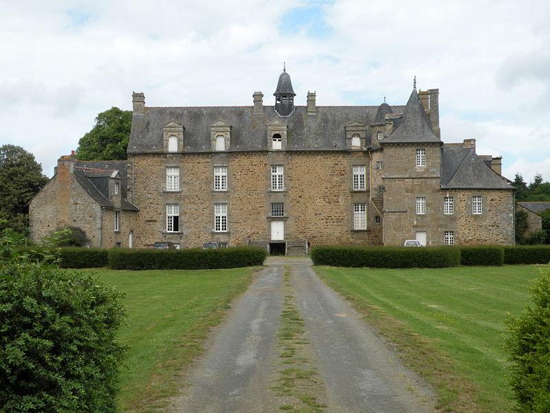Photo du Monument Historique Château du Logis situé à La Chapelle-aux-Filtzméens