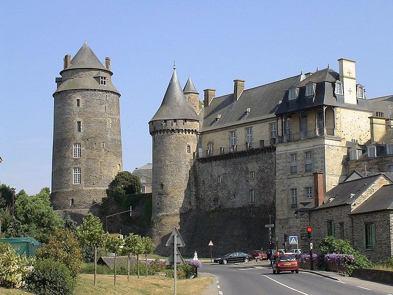 Photo du Monument Historique Château, actuellement mairie situé à Châteaugiron