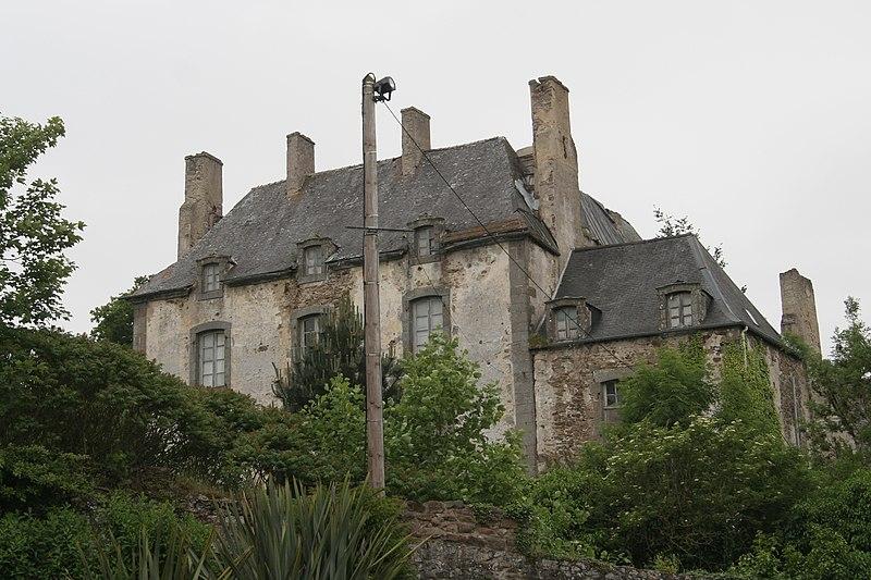 Photo du Monument Historique Château (également sur commune de Saint-Père, anciennement Saint-Père-Marc-en-Poulet) situé à Châteauneuf-d'Ille-et-Vilaine
