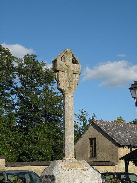 Photo du Monument Historique Croix en granit du 15e siècle situé à Clayes