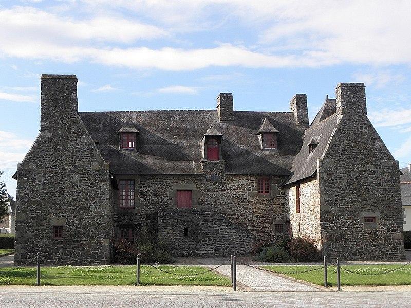 Photo du Monument Historique Manoir des Beauvais, actuellement Maison des Jeunes et de la Culture situé à Dol-de-Bretagne