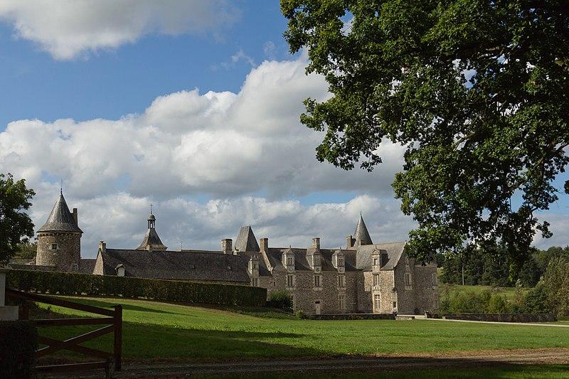 Photo du Monument Historique Château des Nétumières situé à Erbrée