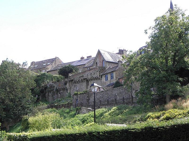 Photo du Monument Historique Remparts Nord situé à Fougères