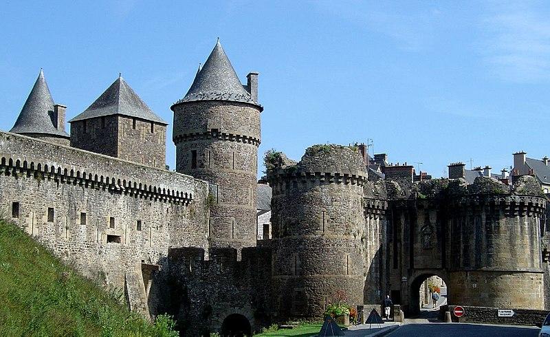 Photo du Monument Historique Anciens remparts Sud et Ouest situé à Fougères
