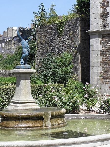 Photo du Monument Historique Tour du Papegaud situé à Fougères