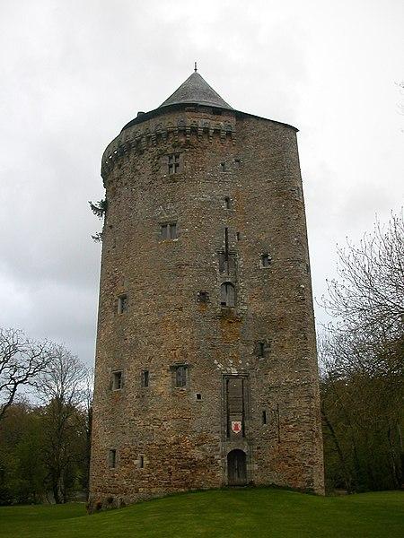 Photo du Monument Historique Donjon du château situé à Grand-Fougeray