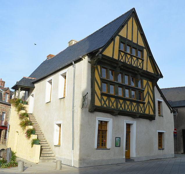 Photo du Monument Historique Maison (ancien palais de justice) situé à Grand-Fougeray