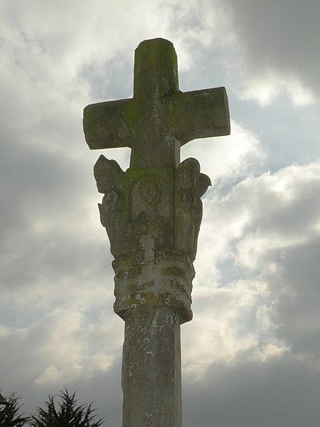 Photo du Monument Historique Croix de cimetière en pierre situé à Lieuron