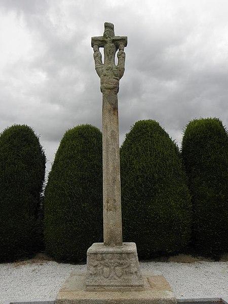 Photo du Monument Historique Croix du cimetière situé à Luitré