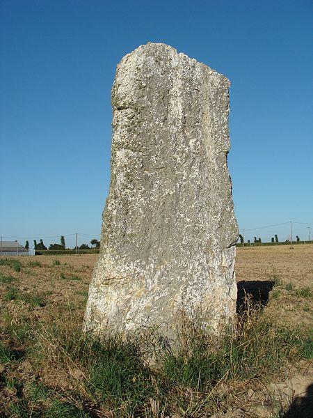 Photo du Monument Historique Menhir dit du Chénot situé à Médréac