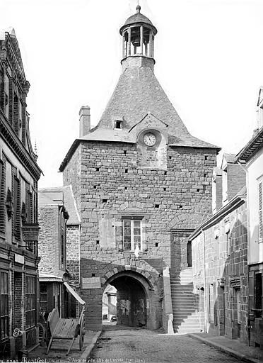 Photo du Monument Historique Remparts situé à Montfort-sur-Meu
