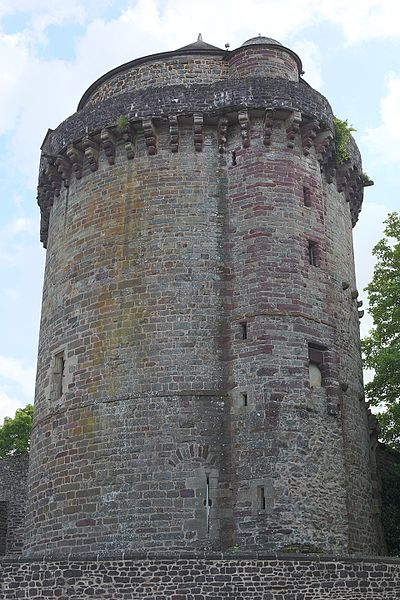 Photo du Monument Historique Tour du château ou ancien donjon (ancienne prison) situé à Montfort-sur-Meu