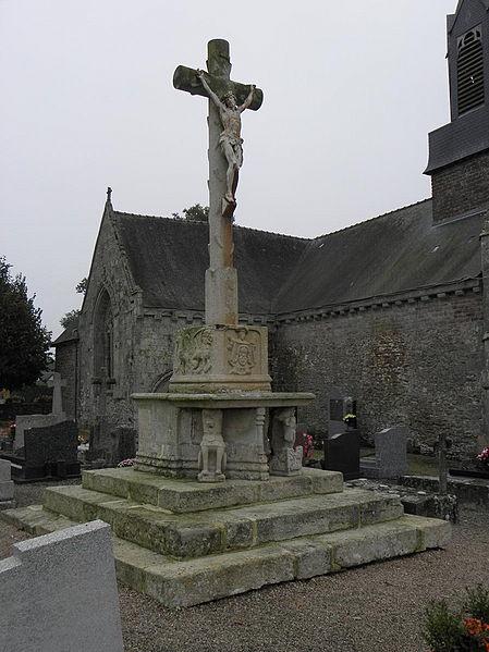 Photo du Monument Historique Restes du calvaire situé dans le cimetière situé à La Nouaye