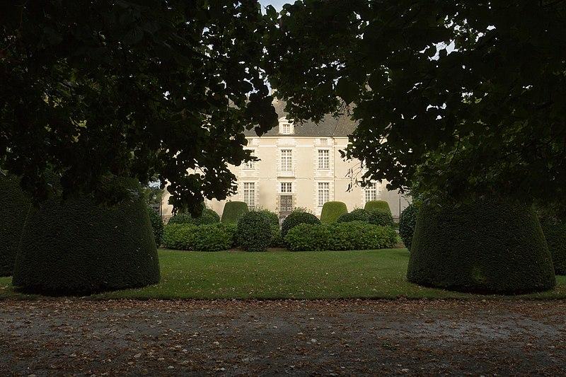 Photo du Monument Historique Château de la Glestière et ses deux fuies situé à Pacé