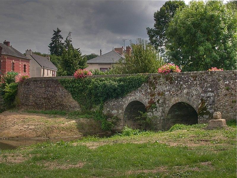 Photo du Monument Historique Vieux Pont sur la Flume situé à Pacé