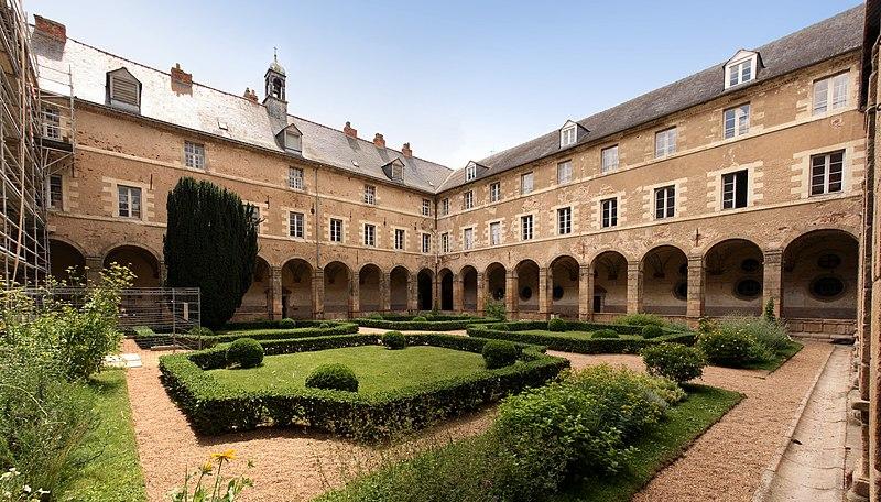 Photo du Monument Historique Ancienne abbaye Saint-Sauveur situé à Redon