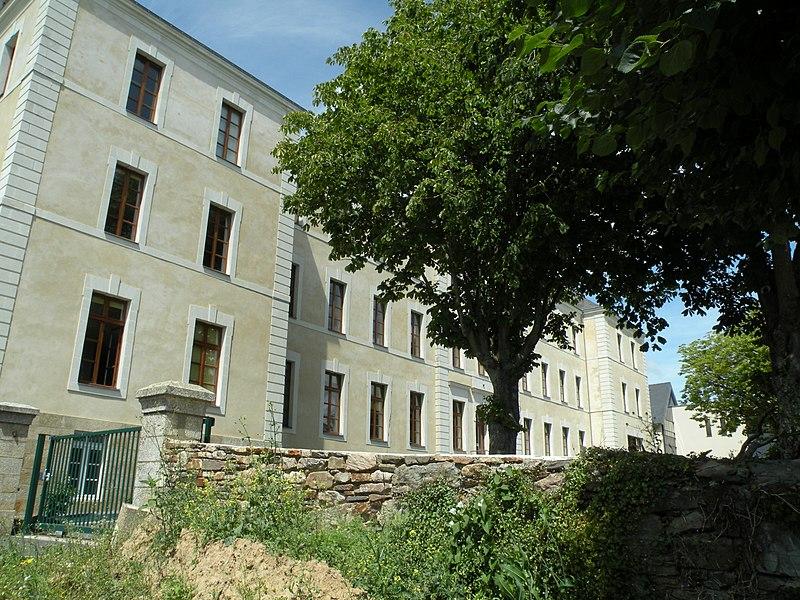 Photo du Monument Historique Ancien couvent des Calvairiennes situé à Redon