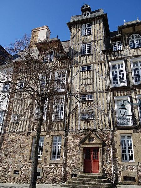 Photo du Monument Historique Maison, dite Hôtel de la Louvre ou de la Noue situé à Rennes