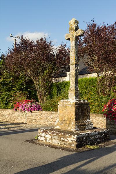 Photo du Monument Historique Croix du 16e siècle du nouveau cimetière situé à Saint-Erblon
