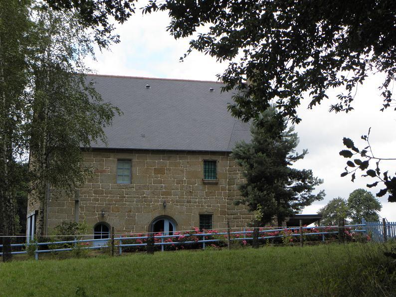 Photo du Monument Historique Maison ou grange de la Gélinais situé à Saint-Germain-en-Coglès