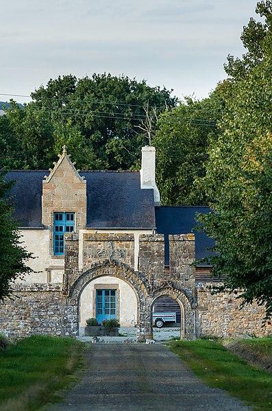 Photo du Monument Historique Restes du château de la Dobiais situé à Saint-Jean-sur-Couesnon
