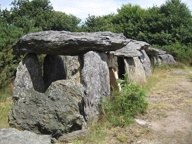 Photo du Monument Historique Sépulture mégalithique situé à Saint-Just