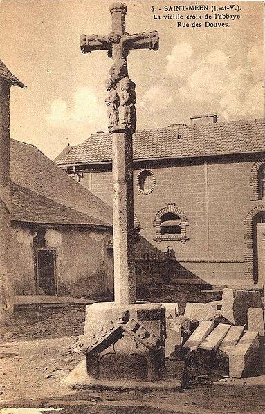 Photo du Monument Historique Croix de cimetière dite Croix de l'Abbaye situé à Saint-Méen-le-Grand