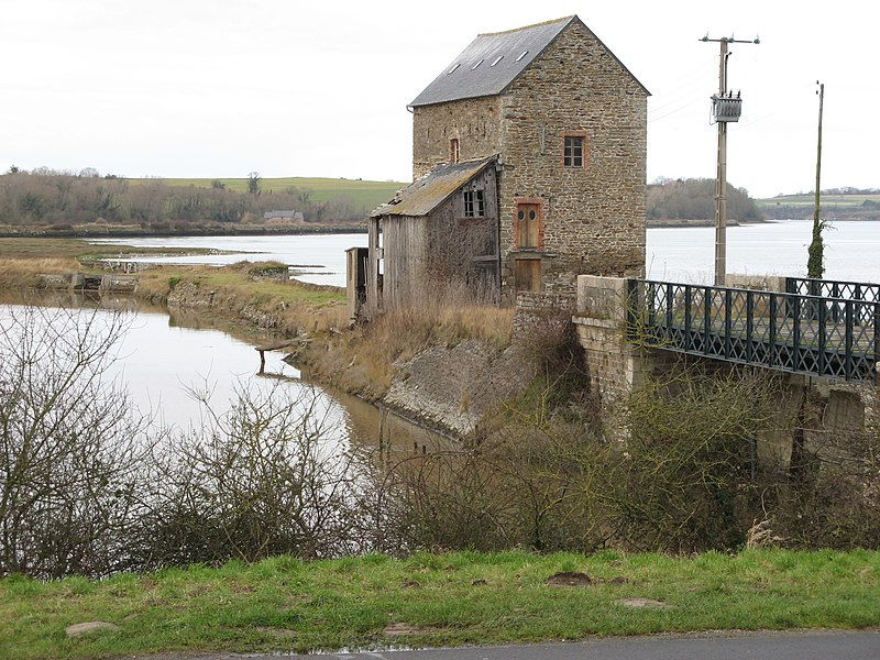 Photo du Monument Historique Moulin du Beauchet situé à Saint-Père