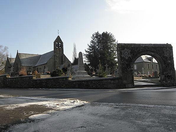 Photo du Monument Historique Eglise Saint-Martin et porte du cimetière situé à Villamée