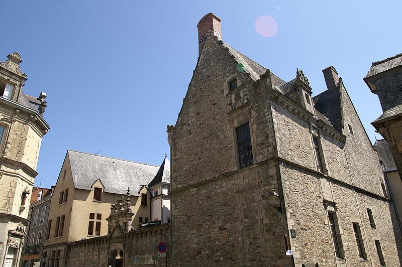 Photo du Monument Historique Hôtel Hardy ou maison Renaissance situé à Vitré