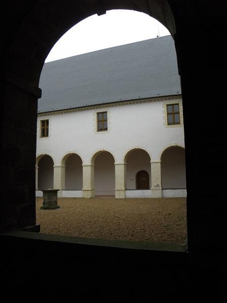Photo du Monument Historique Ancien prieuré de bénédictins Notre-Dame, tribunal et école de musique situé à Vitré