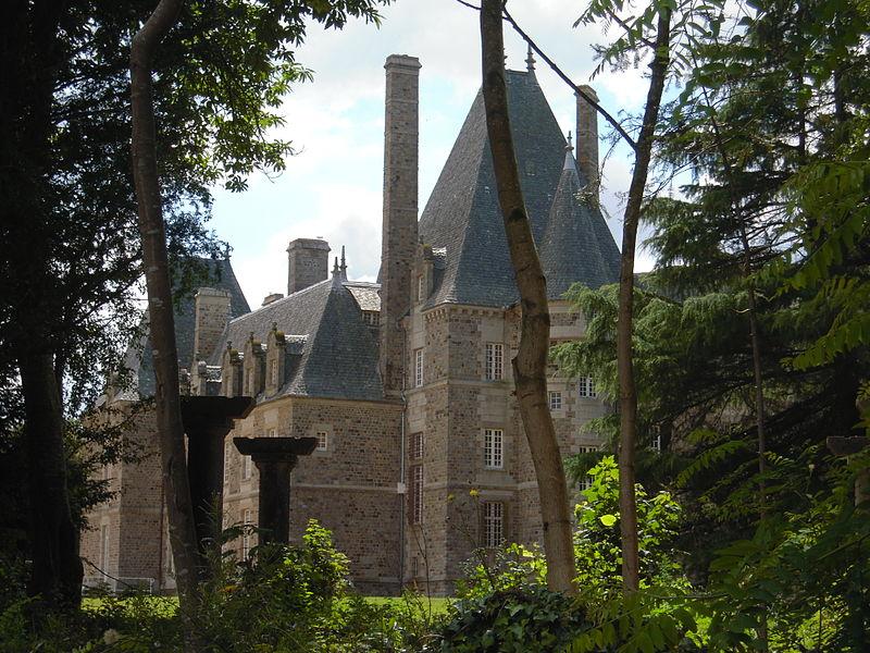 Photo du Monument Historique Château de Bel-Air situé à Le Pertre