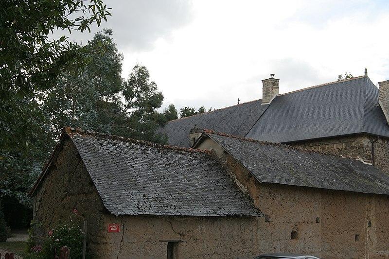 Photo du Monument Historique Manoir situé dans le bourg situé à Trimer