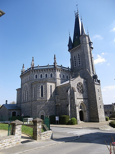 Photo du Monument Historique Église Saint-Pierre situé à Châteaubourg