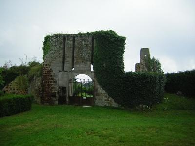 Photo du Monument Historique Vestiges du château de Brosse situé à Chaillac