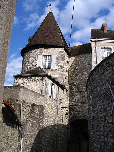 Photo du Monument Historique Ancienne porte de ville situé à Châteauroux
