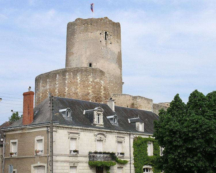 Photo du Monument Historique Tour de César situé à Châtillon-sur-Indre