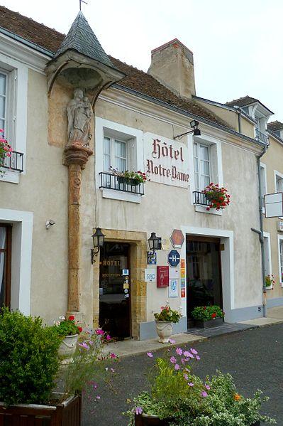 Photo du Monument Historique Auberge de Notre-Dame situé à Châtre (La)