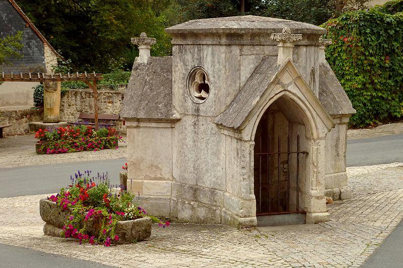 Photo du Monument Historique Chapelle-fontaine du 15e siècle, dite La Grand Font, ou fontaine Sainte-Radegonde situé à Châtre (La)