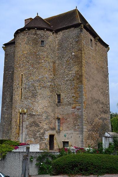 Photo du Monument Historique Ancien château seigneurial situé à La Châtre